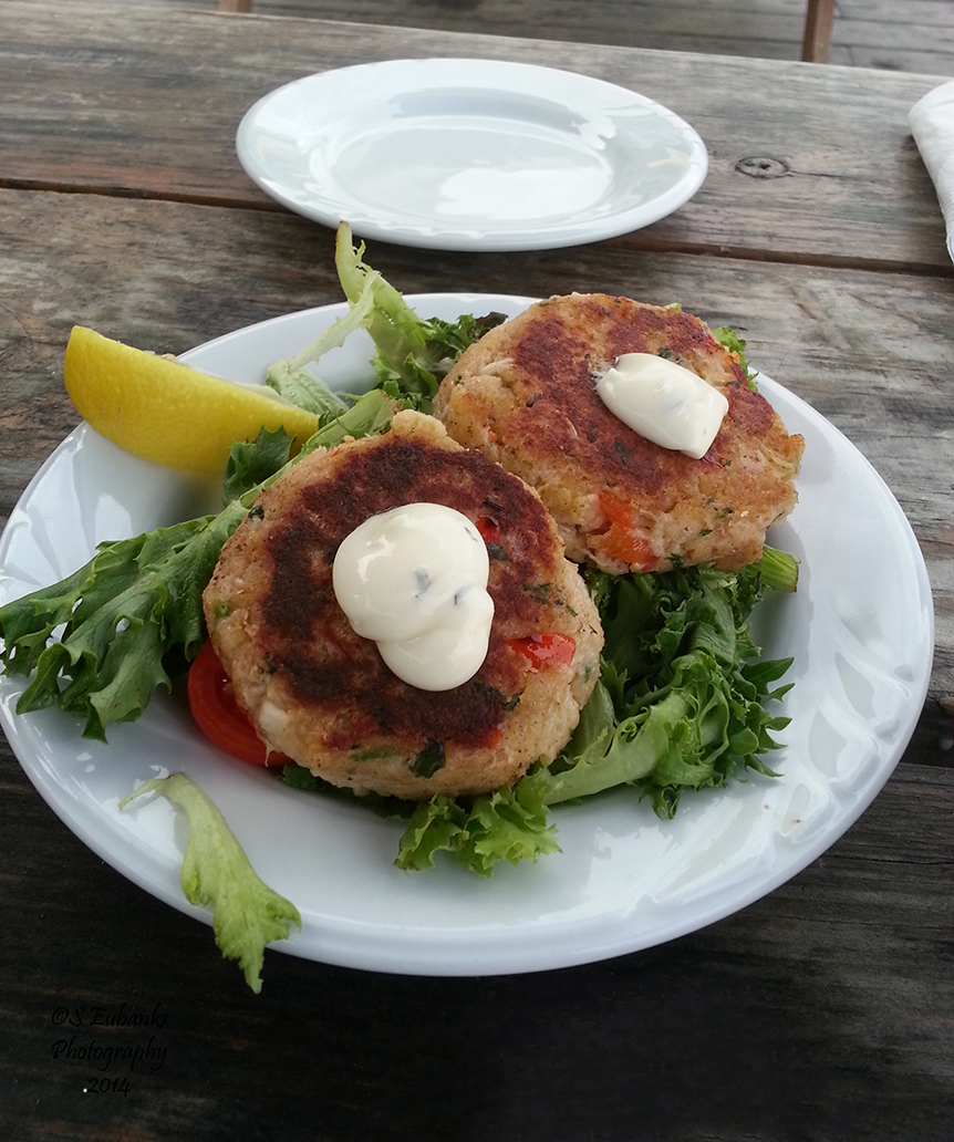 crab cakes at the porthole med size